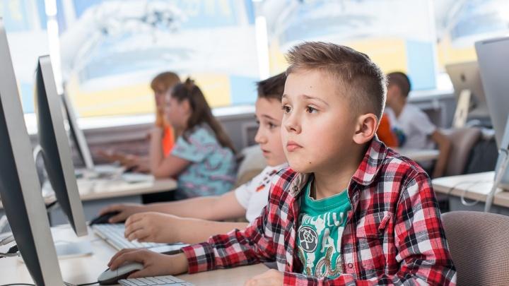 Без зубрежки и нудных уроков: как на IT-курсах школьников готовят для работы в Google