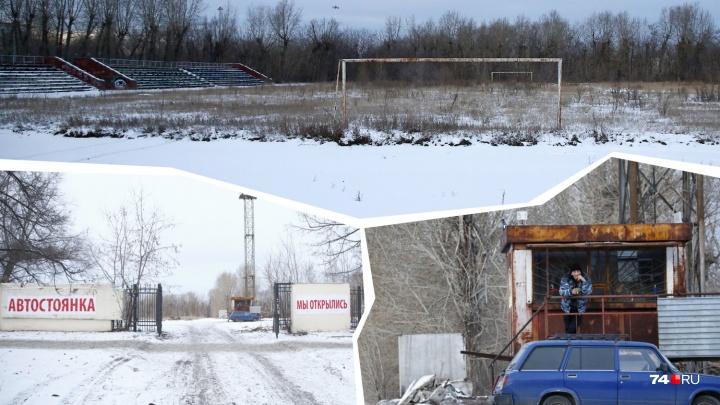 Футбол и коньки отменяются: в Челябинске на стадионе организовали круглосуточную парковку