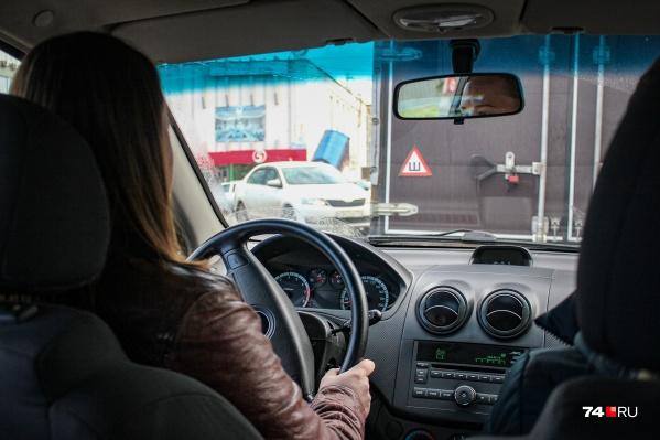 За рулём такси была 29-летняя женщина
