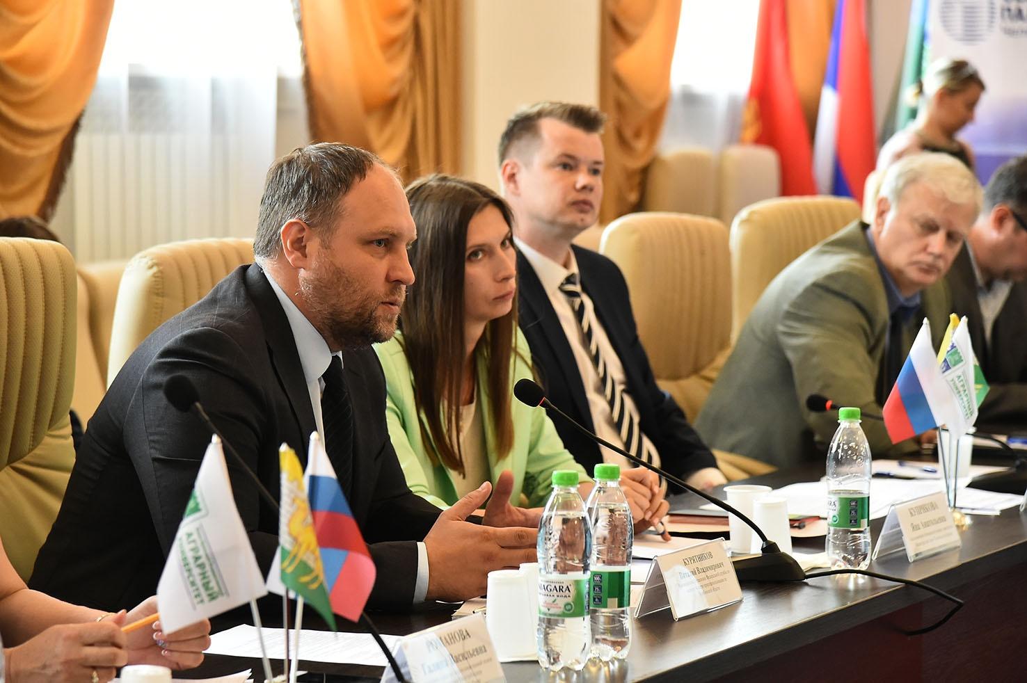 Руководитель Росприроднадзора Виталий Курятников признал, что проделана серьезная работа