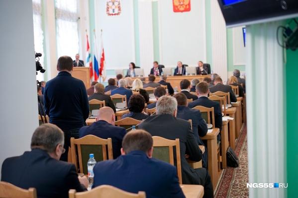 На ближайшем заседании городского парламента зарплату спикера планируют увеличить в полтора раза