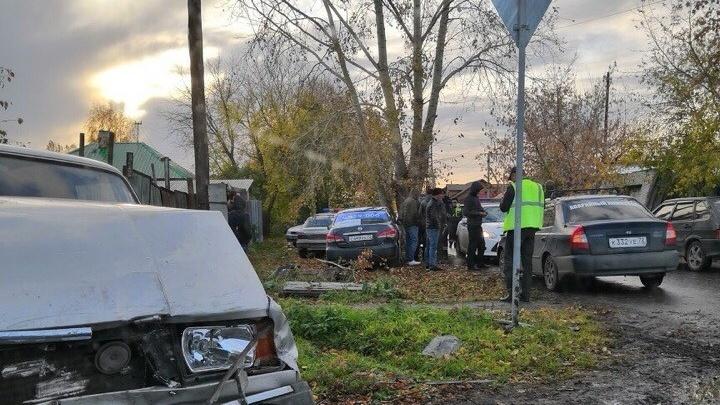 В ДТП на тюменском перекрестке пострадали пассажирка такси и ее трехлетний ребенок