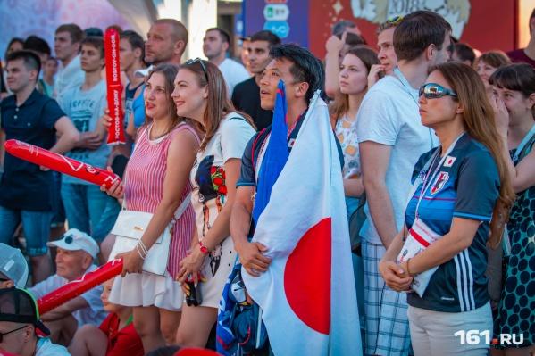 В Ростов приехали тысячи болельщиков из разных стран