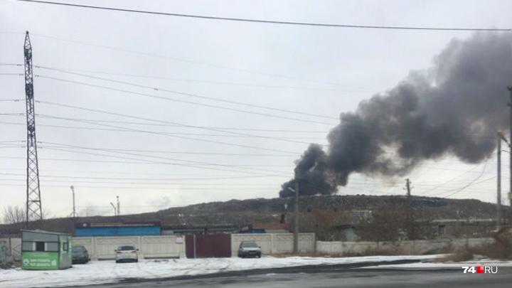 «Чадит не по-детски»: в Челябинске загорелась закрытая осенью городская свалка