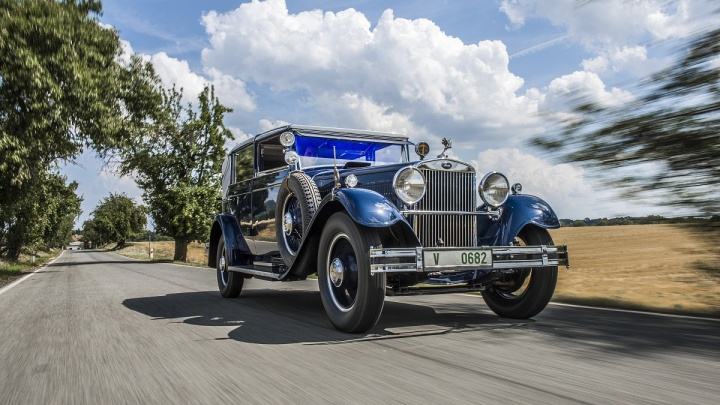 Жемчужина музея: роскошная восьмицилиндровая SKODA 860 засияла новым блеском