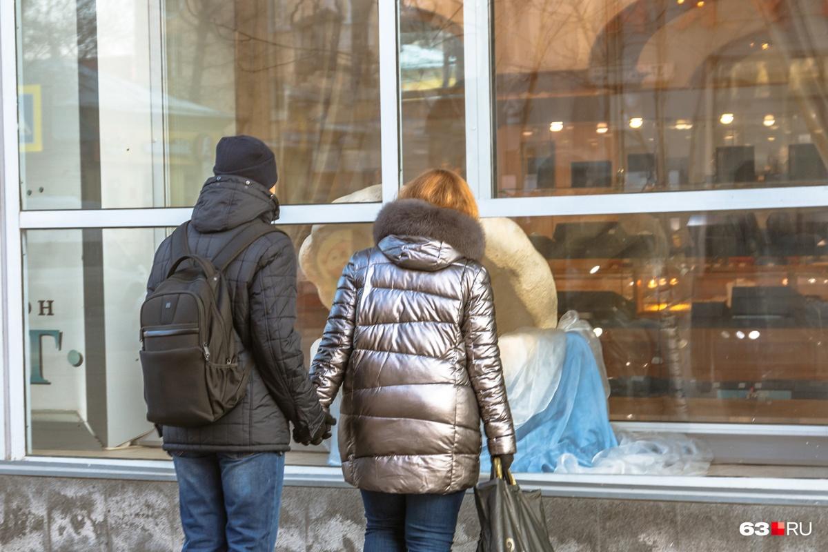 Молодые пары не торопятся рожать: слишком дорого
