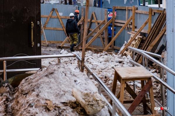 Пермяк Евгений занимается строительными работами. В случае с этим контрактом он собирался ремонтировать здание ДК