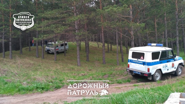 Жителей Ачинска перепугало висящее на дереве тело мужчины