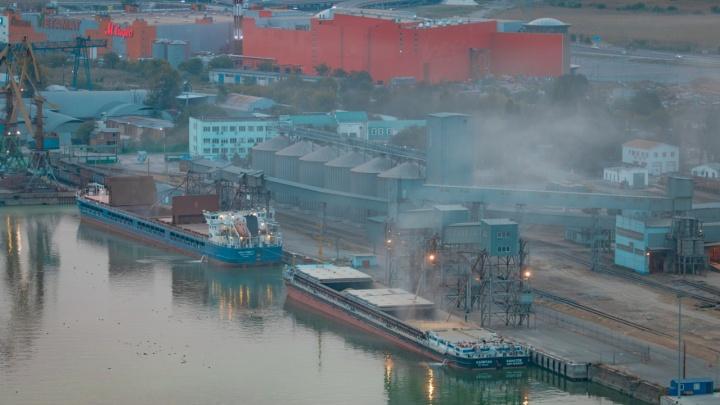 Водная авария: в Ростовской области на реке Дон столкнулись танкер и сухогруз