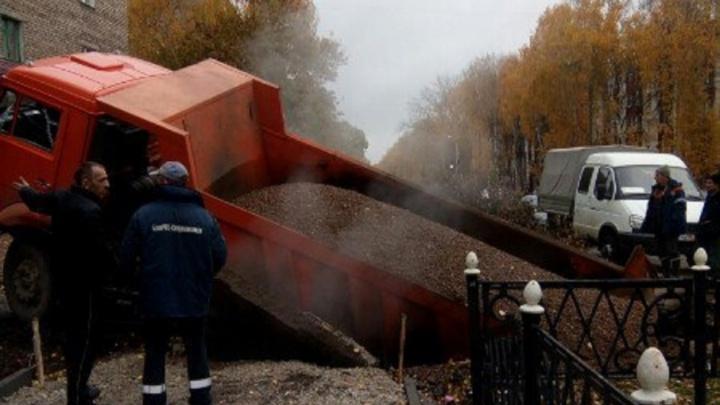 В Башкирии грузовик ушёл под землю