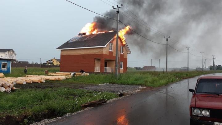 В Башкирии от удара молнии сгорел дом