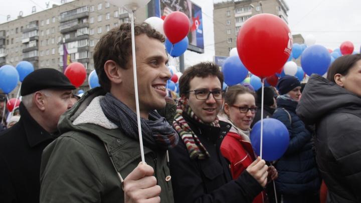 «У этих советских был вкус»: как Стас Соколов водил двух французов в пышечную и на демонстрацию