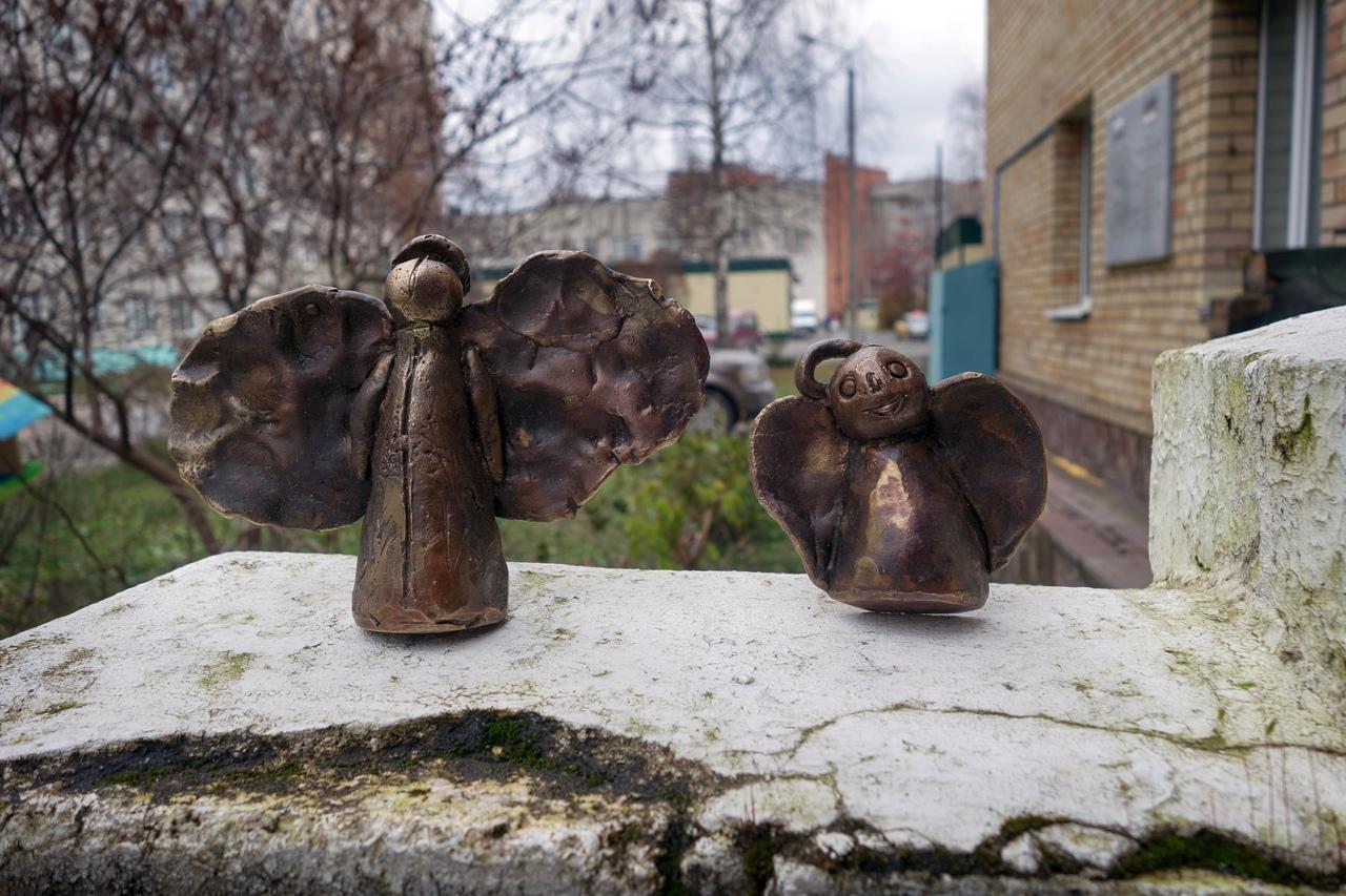 Ангелов нарисовали дети, а художники Юрий Шикин и Евгения Наймушина помогли им их воплотить