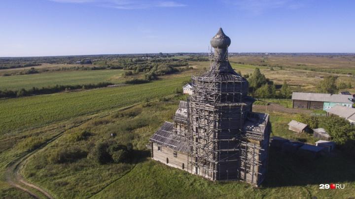 Спасти и сохранить: кто сторожит матерные стены и поехавшие купола храмов у Большой Чачи
