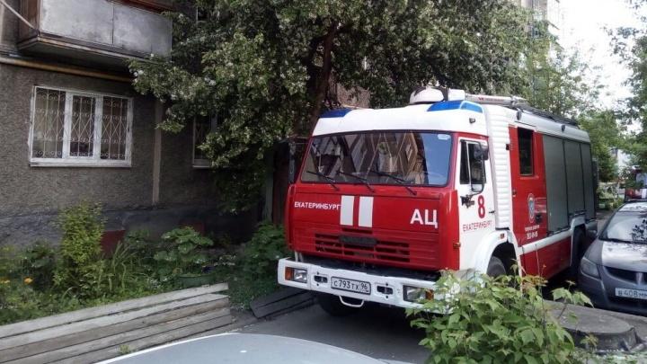 Во время пожара в квартире жилого дома на Уктусе погибла сорокалетняя женщина