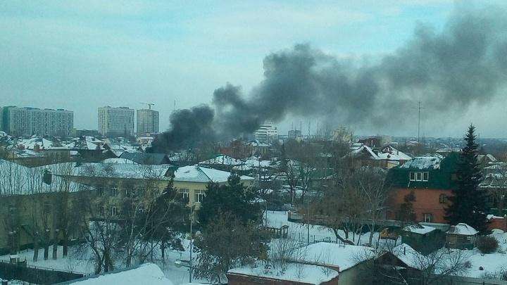 Дым видно за несколько километров: на Обороне загорелся автобус