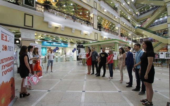 """В центральном универмаге """"Пассаж"""" вручили подарки победителям конкурса """"Моя большая уральская свадьба"""""""