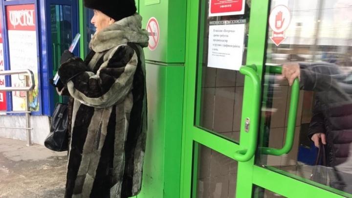 Екатеринбургская бабушка-сказочница снова продает свои книги на улице
