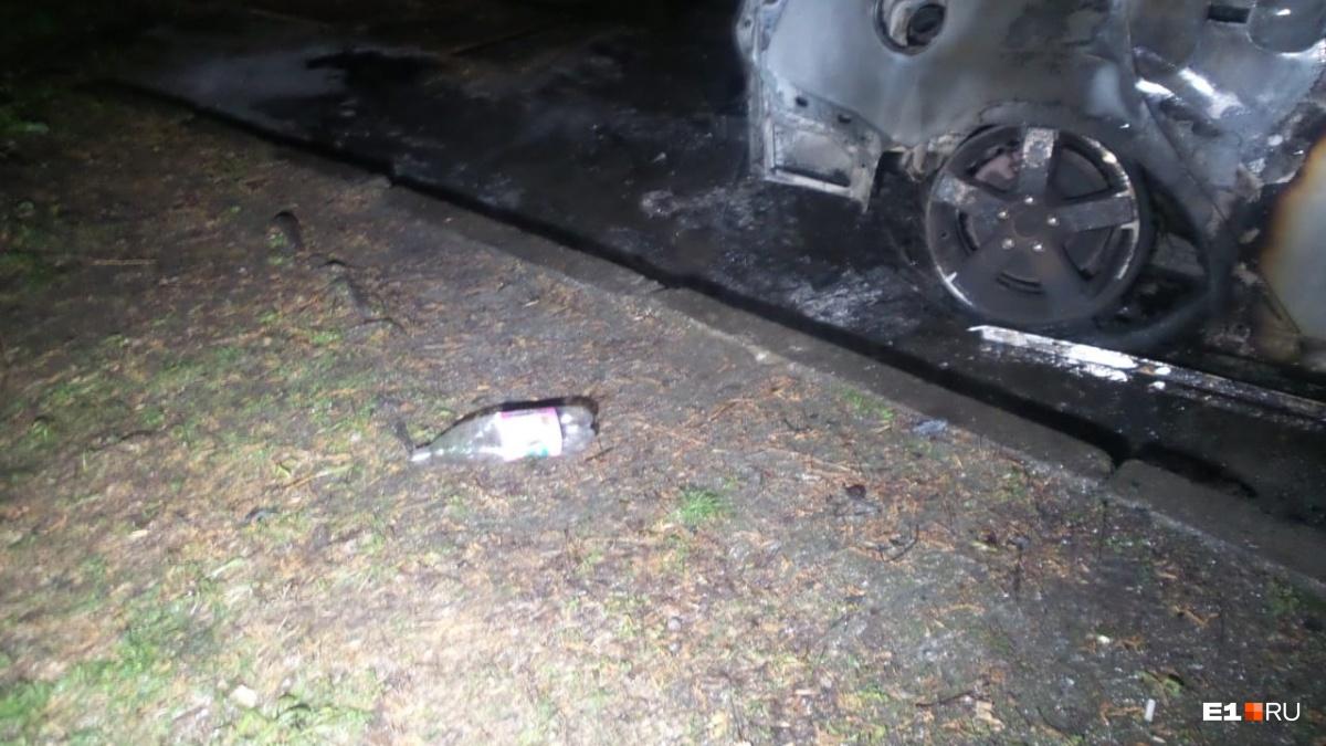 На месте происшествия нашли бутылку из-под бензина