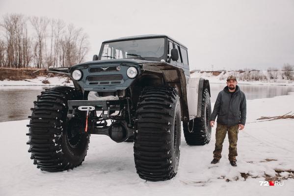 На создание этого отечественного «зверя» на огромных колёсах ушло несколько недель