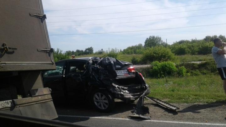 «Иномарку сплющило»: под Жигулевском грузовик врезался в KIA