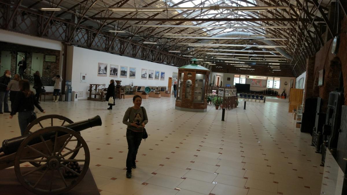 Внутри музей похож на модный лофт