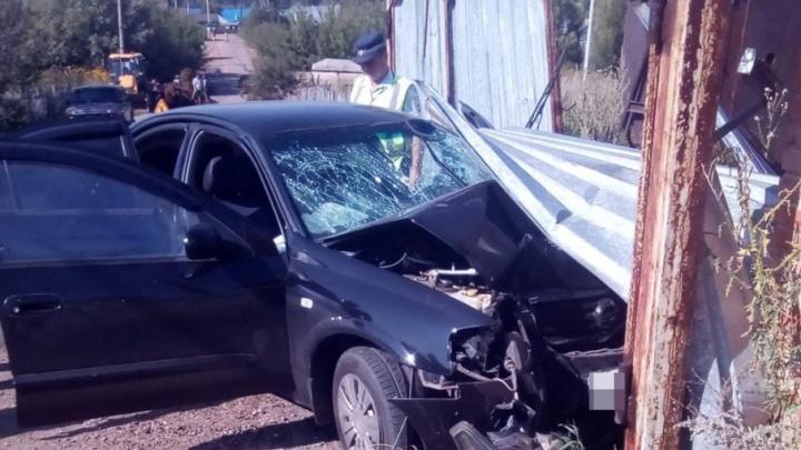 В Башкирии водитель иномарки погиб, врезавшись в столб