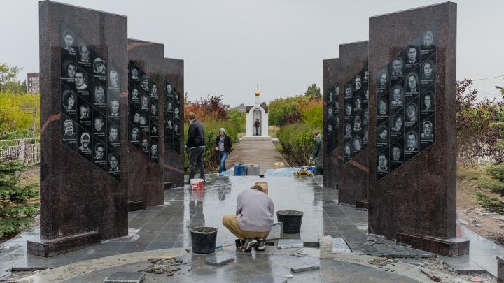 Стелы с портретами 88 пассажиров. В Перми обновили мемориал погибшим в авиакатастрофе «Боинга-737»