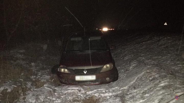 На трассе Волгоградской области замешкавшийся водитель отправил в больницу свою спутницу