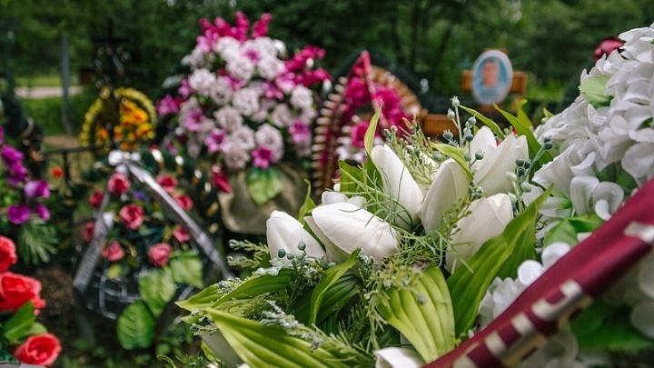 Могилы у озера: жители потребовали разобраться в законности захоронений в Рубежном