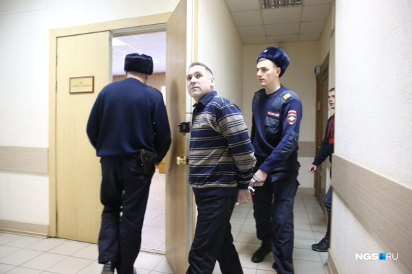 Чуплинского заводят в зал суда
