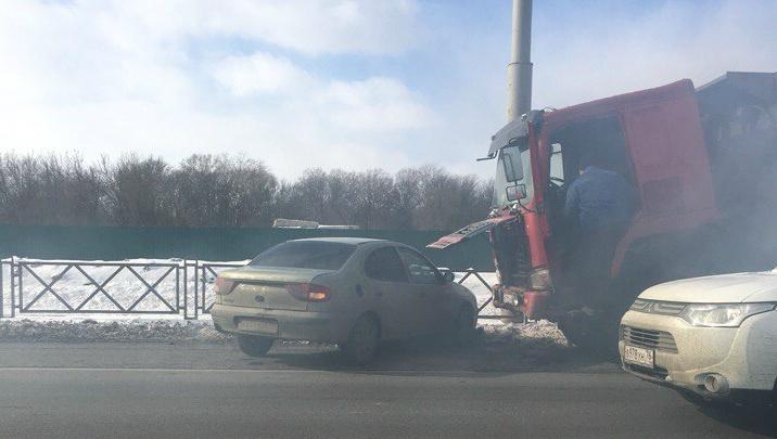На Московском проспекте в Ярославле загорелся грузовик