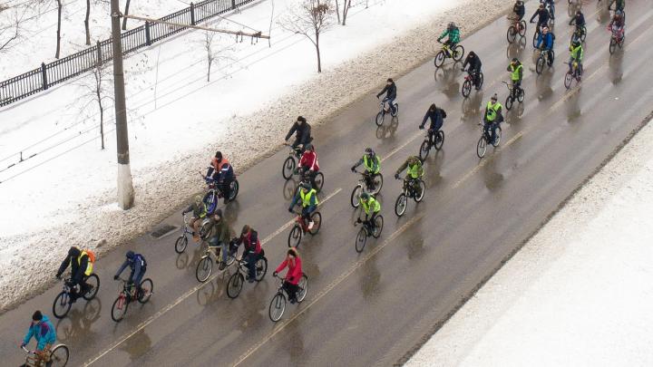 Хорошо, что выпал снег: по Волгограду прокатился зимний велопарад
