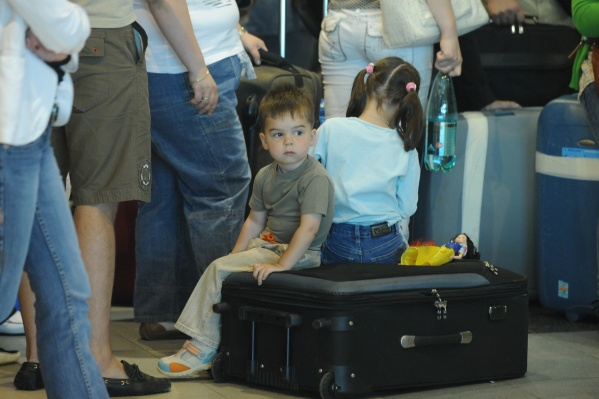Выехать за границу ребенок может и по свидетельству о рождении, но таких мест очень мало
