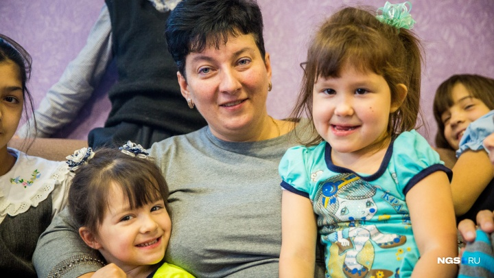 Куприяновы снова в беде: у самой известной приёмной семьи Новосибирска отбирают детей-двойняшек