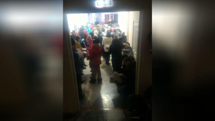 В Башкирии родители полночи простояли в очереди, чтобы отдать детей в первый класс