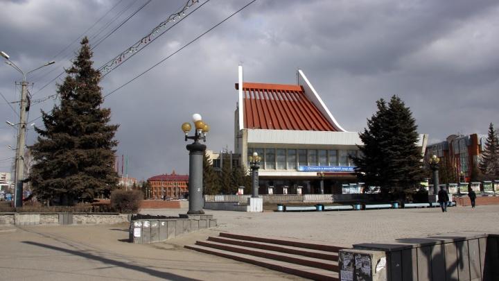 Власти рассказали, как будут благоустраивать Театральную площадь этим летом