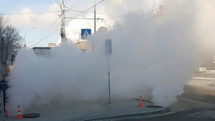 Улицу Станиславского окутало паром из-за аварии на теплотрассе
