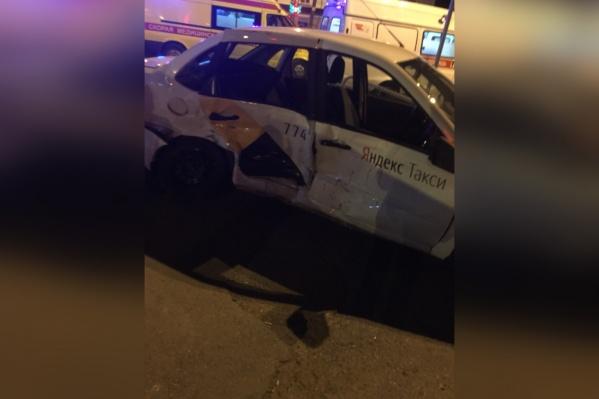 В машине находились водитель и три пассажира