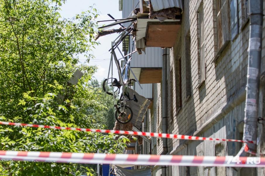 Хлопком балкон оказался разорван буквально в клочья