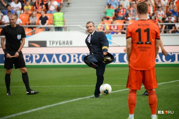 Куда только ни приглашали Юсупова после того инцидента. Например, он открывал один из домашних матчей «Урала»