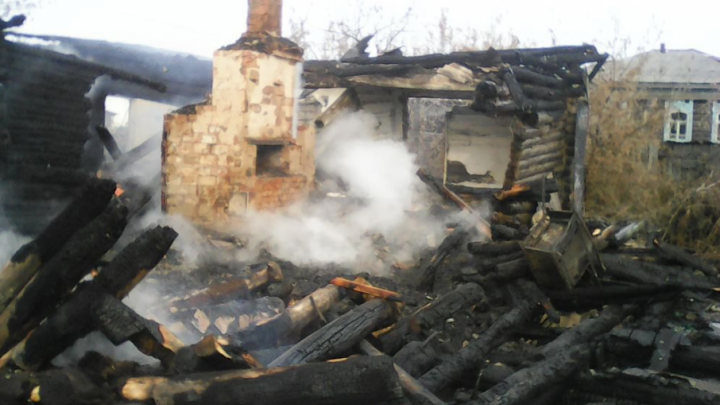 В Курганской области снова пожар в частном доме: сгорели два человека