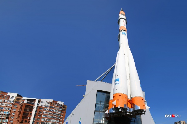 Монумент Ракета на проспекте Ленина является одним из символом района