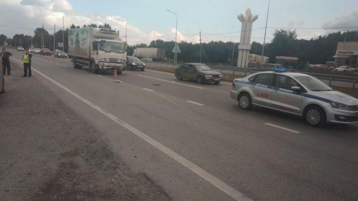 У женщины травма шеи и сотрясение мозга: на Челябинском тракте грузовик протаранил иномарку