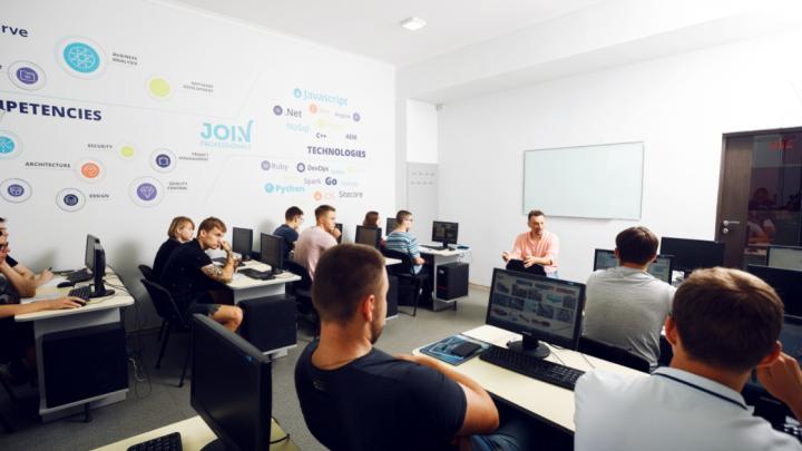 Жить в Красноярске, работать в США: объявлен набор в международную компьютерную академию