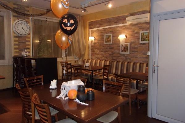 В редакции НГС тоже празднуют Хеллоуин: посмотрите, как выглядит наша кофейня!