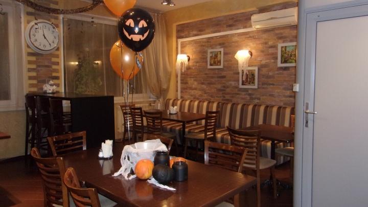Новосибирцы украсили офисы к Хеллоуину: любуемся самыми милыми и пугающими фото