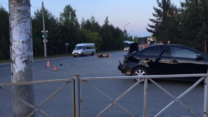 В Перми при столкновении с иномаркой пострадали водитель и пассажир скутера