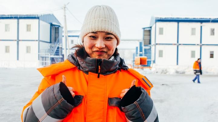 Торговля куриными лапами и собственный мэр: показываем, как живут 1500 китайцев под Омском