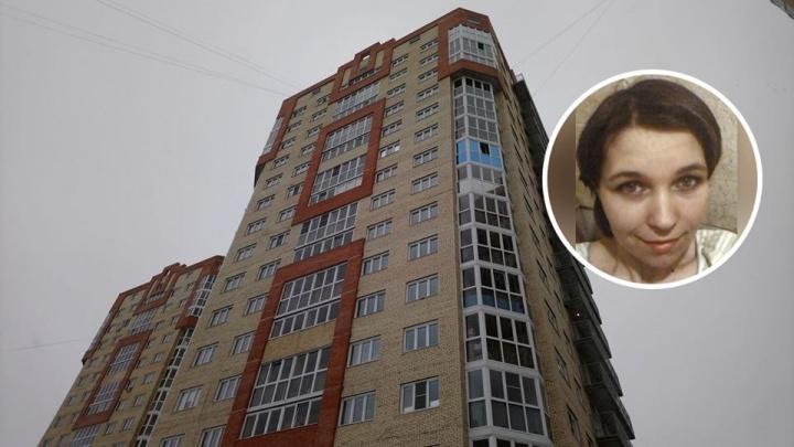 В Омске ищут женщину, которая отказалась от четверых детей. Один из них выпал из окна